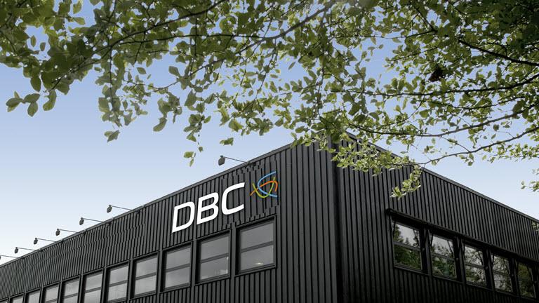 Som led i et generationsskifte søger DBC en ny adm. direktør, som sammen med bestyrelsen og den øvrige direktion vil stå i spidsen for de kommende års spændende udvikling af DBC's services til bibliotekerne og borgerne. DBC samarbejder med Flensby & Partners om denne rekruttering, så du bedes sende din ansøgning og dit CV, mrk. 4672, via e-mail til post@flensby.com senest den 15. maj 2017.