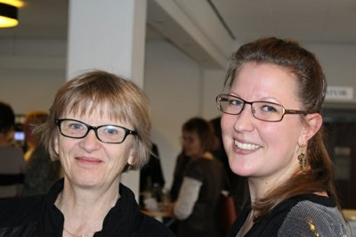 DBC-pris-vinder Sigrid Klitgaard Brix sammen med specialevejleder Trine Schreiber til dimission på IVA fredag den 21.marts 2014.