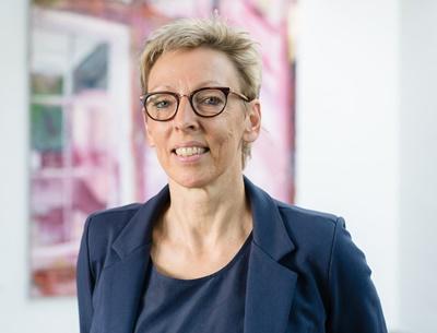 Grundlæggende søgning i Danbib og bibliotek.dk Nanna Agergaard, DBC
